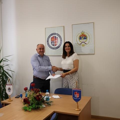 Асфалтирање и реконструкцију 4,4 километра градских улица и локалних путева у Мркоњић Граду