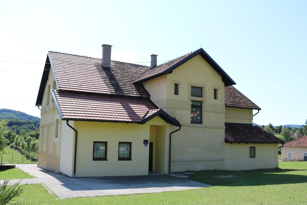 Санација крова школе у Подбрду