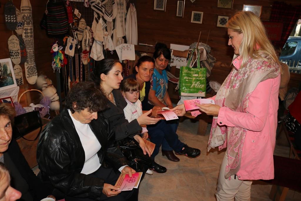 Начелница Аничић женама из Подрашнице подијелила бонове за бесплатан мамографски преглед