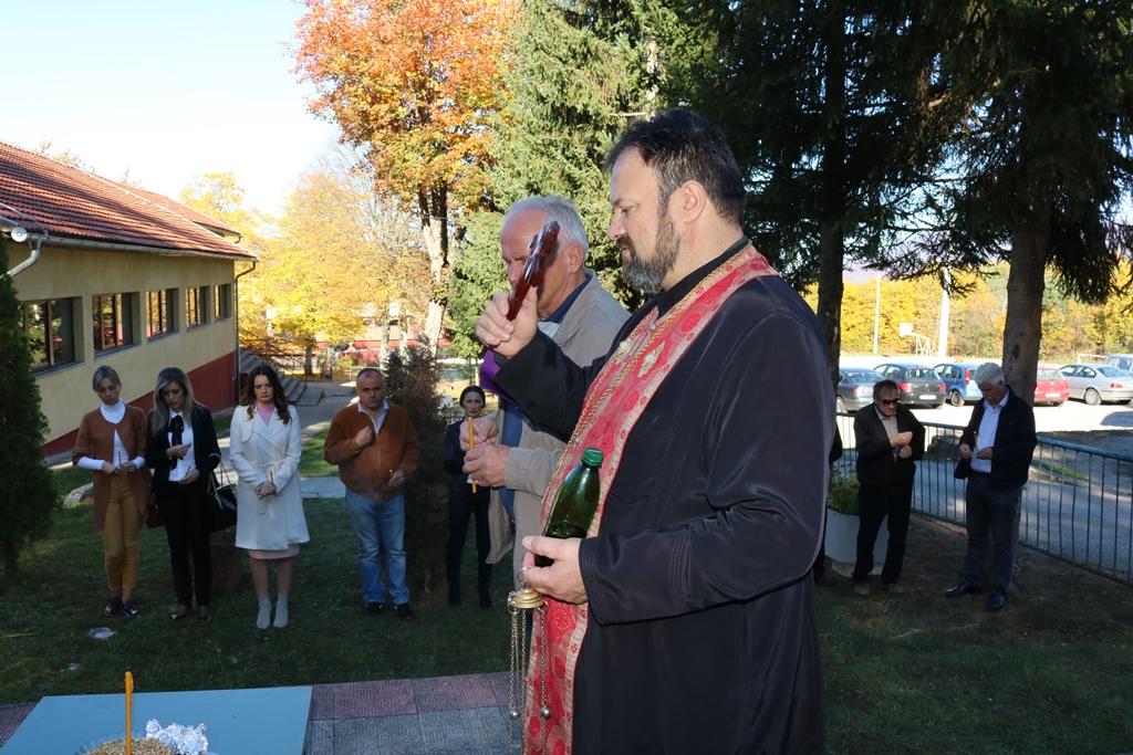 Служен парастос погинулим борцима у Бараћима