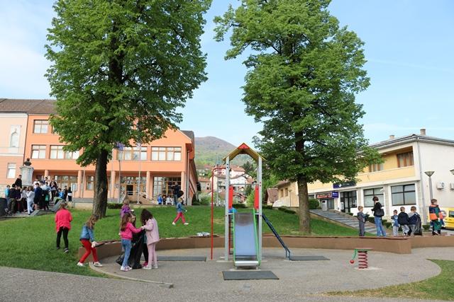 Око 850 ученика чистило Мркоњић Град