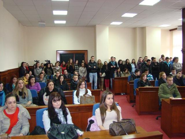 Потписани уговори о стипендирању студената - Стипендије добила 243 студента